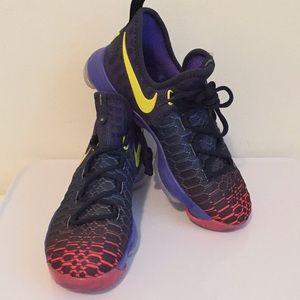 NWOT Nike Zoom KD9 Durant GS Flyknit Sneaker 6Y